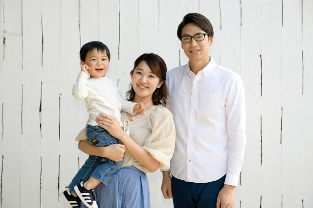 夫婦と子供の画像